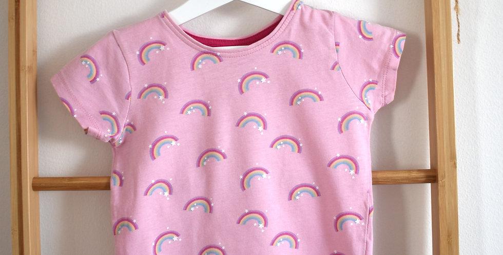 Ružové tričko s dúhami