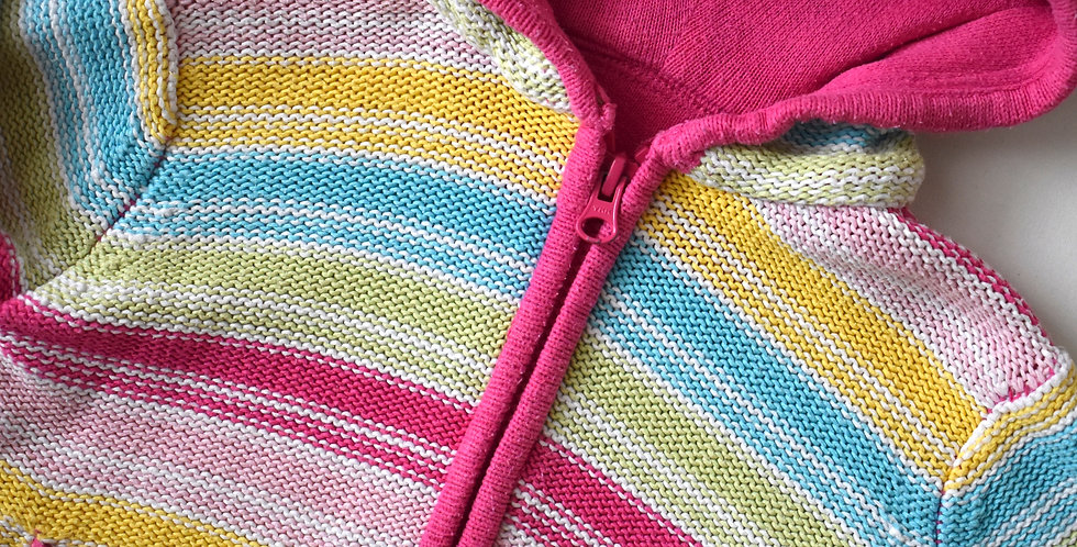 Farebný sveter s kapucňou