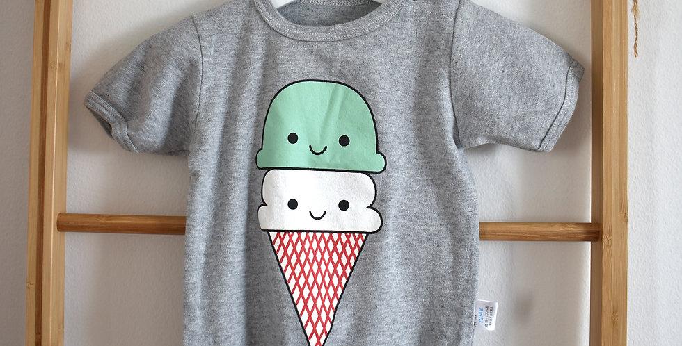 Sivé bodyso zmrzlinou