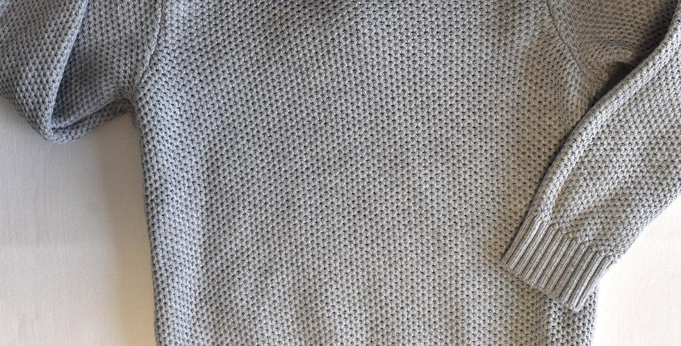 Sivý pletený sveter s košeľou