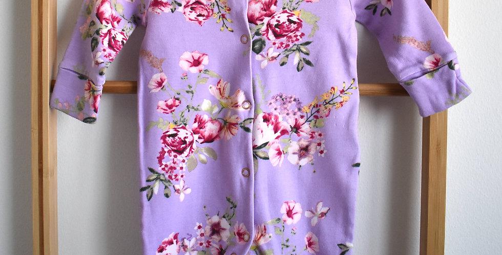Fialový overal/pyžamko s kvetmi