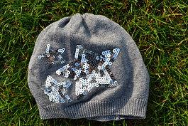 Sivá čiapočka s hviezou