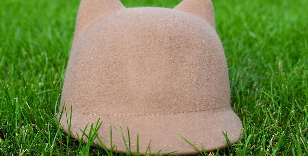 Hnedá čiapočky s uškami