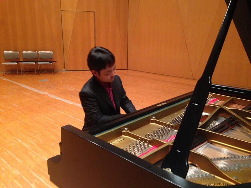 かながわアートホールでのピアノレコーディング