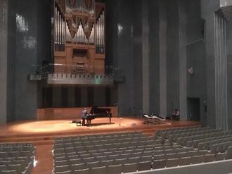 ホールでのピアノのライブレコーディング
