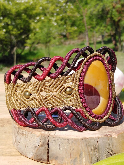 Wide bracelet, in macrame with mookaite jasper