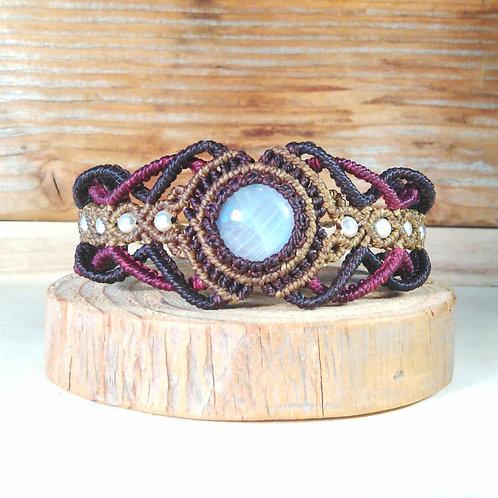 Macrame bracelet, moonstone