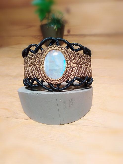 Macrame bracelet with white labradorite