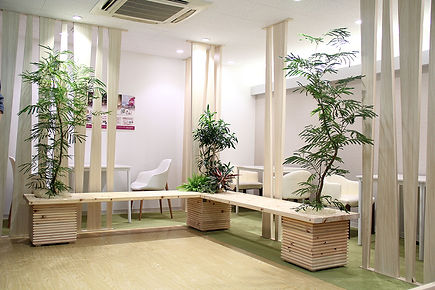 植物レンタル、待合室に植物、ベンチに植物、植物の癒しの力で、お客様満足度向上