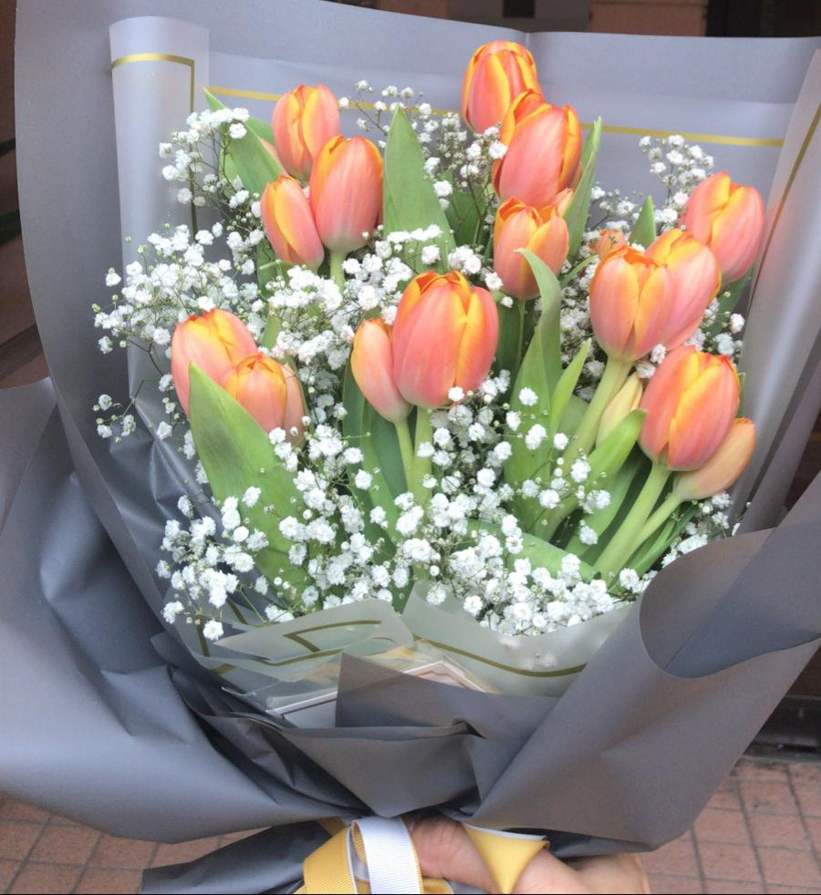 Orange tulips bouquets imported from Holland