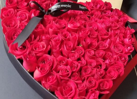 99朵紅玫瑰心形禮盒裝 Rose in heart shaped box