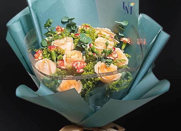 香檳玫瑰細丁花束 Roses Bouquet with little carnation