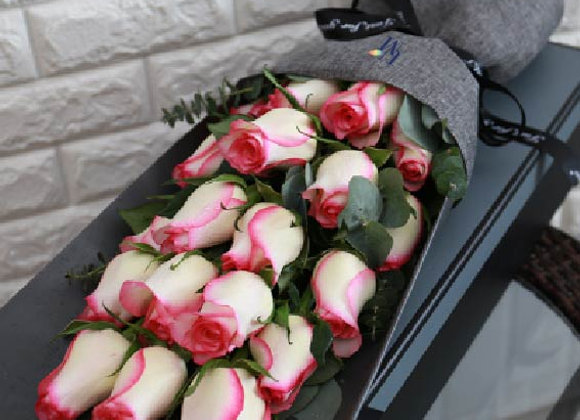 Roses Bouquet in Pink Edge  粉邊玫瑰花束