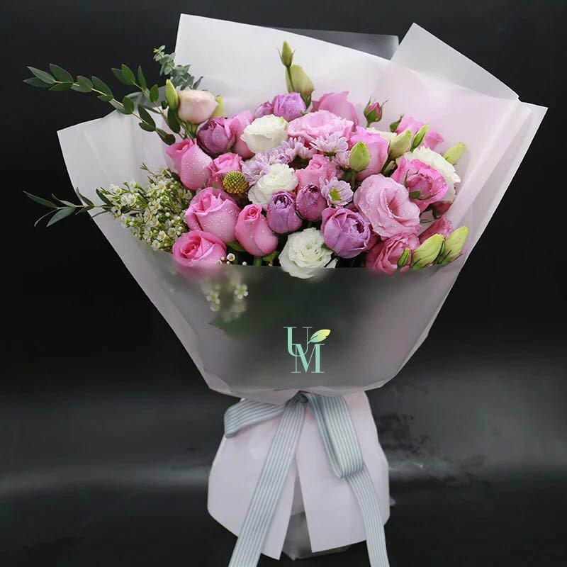 不同粉紅玫瑰和紫玫層次組合