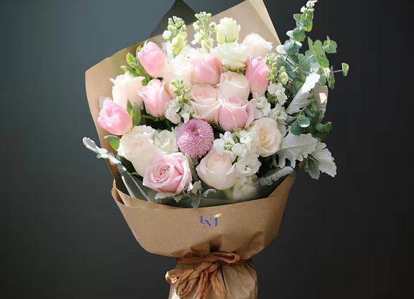 Snowy Roses Bouquet Set