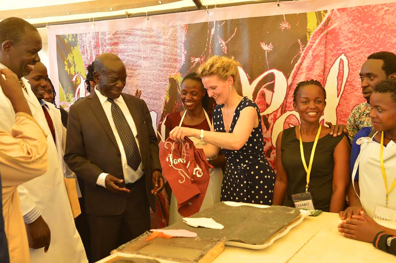 Vice President Edward Ssekandi of Uganda receives a present from the 'Fancy Pads' Team