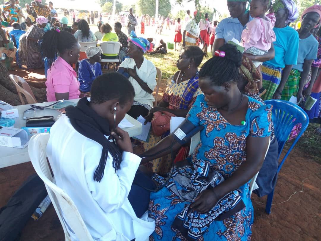 Doctors, nurses and other medical staff who provide counselling and treatment at our mobile medical camps are volunteers from various parts of Uganda, but also from abroad.