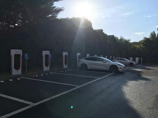 Tesla mise à jour 10.0 : Qui est responsable lors de l'utilisation du Smart Summon ?