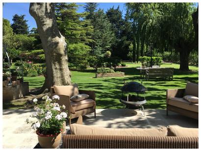 lounge set, view towards the park
