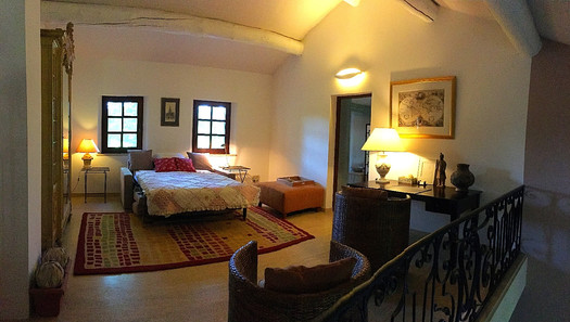 mezzanine belinging to suite Orient
