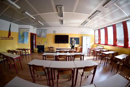 Scuola: Ministero presenta piano: mascherine, ingressi a scaglioni, percorsi protetti
