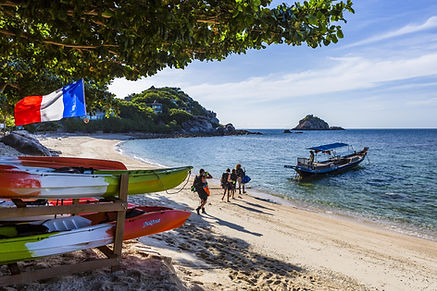 Divers on their way to dive from Sai Daeng beach