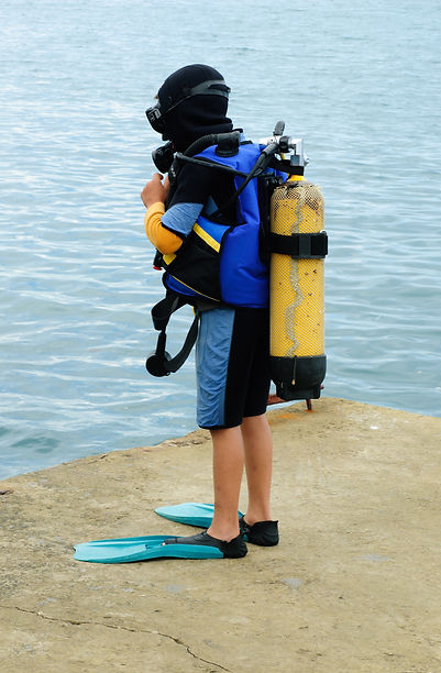 A young diver kitted up