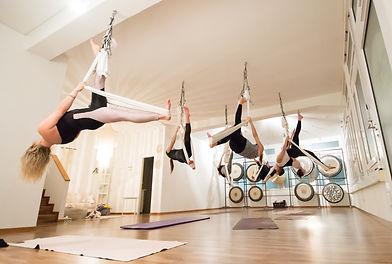 aireal-yoga-zurich-oerikon-im-tuch.jpg
