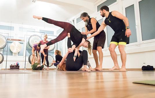 Acro Yoga Zürich Oerlikon Gruppenkurs