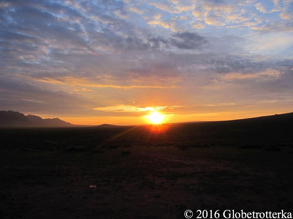 Lever de soleil sur le Gobi © 2016 Globetrotterka