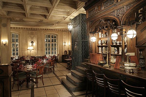 La salle de la pharmacie, aménagée en bar, photo du site officiel du café Pouchkine