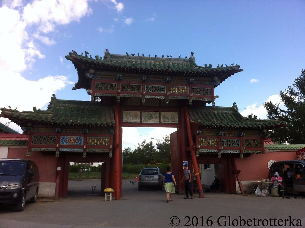 Entrée d'un temple bouddhiste à Oulan Bator © 2016 Globetrotterka
