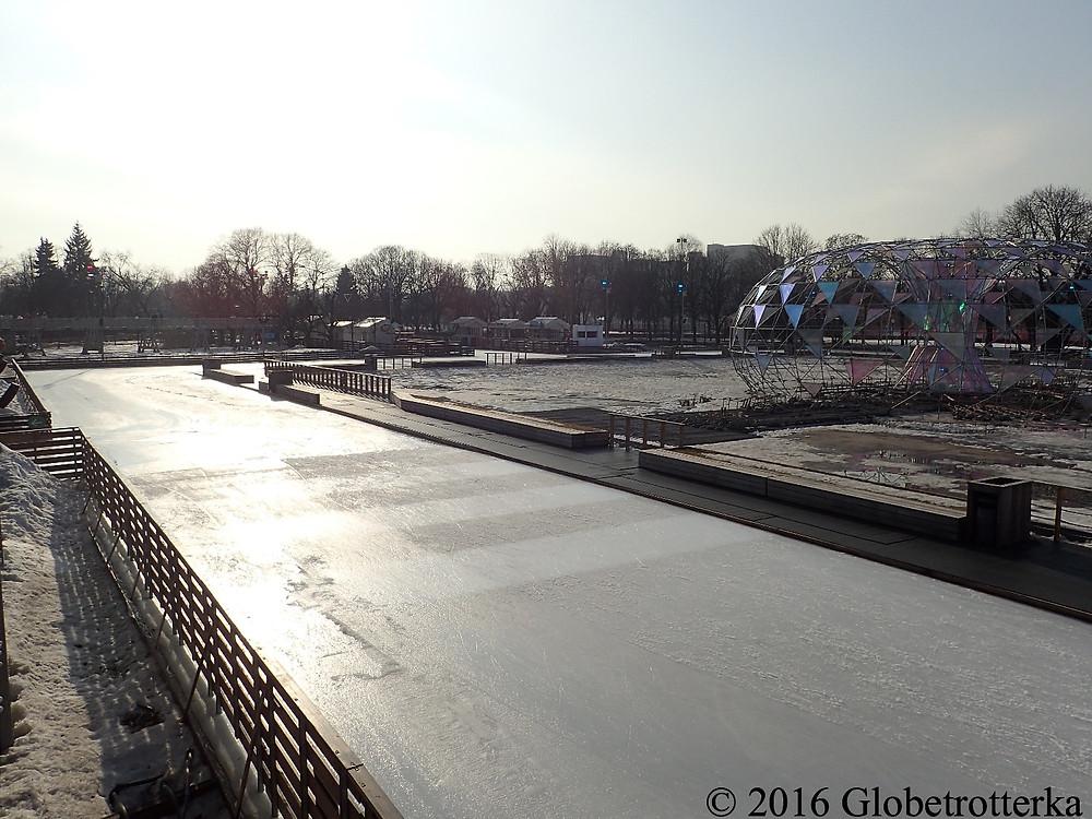 Place centrale de la patinoire du parc Gorki © 2016 Globetrotterka