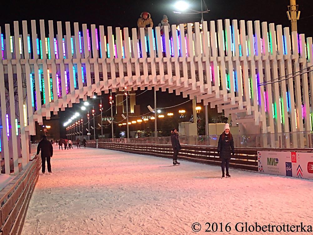 Patinoire de VDNX, Moscou © 2016 Globetrotterka
