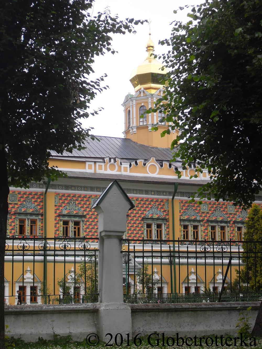 Habitations des moines de Serguiev Posad, interdites d'accès au public © 2016 Globetrotterka