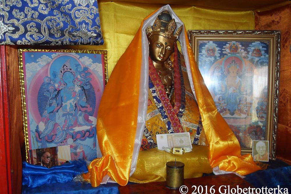 Intérieur d'un temple bouddhiste dans le désert de Gobi © 2016 Globetrotterka