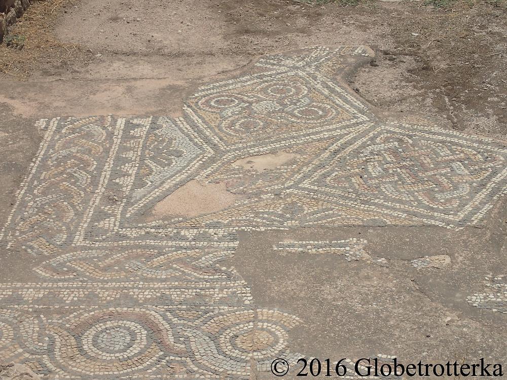 Agora romaine, détails d'une mosaïque de la bibliothèque d'Hadrien. © 2016 Globetrotterka