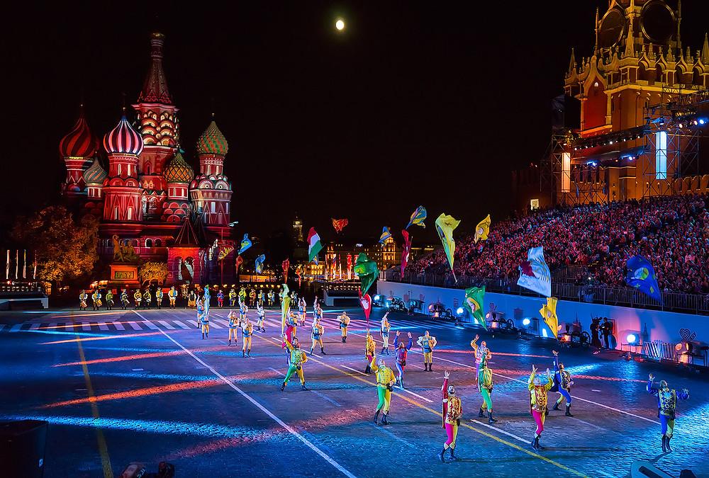 Septième festival Spasskaïa bachnia, les lanceurs de drapeaux italiens, août 2014, photo du site officiel du festival
