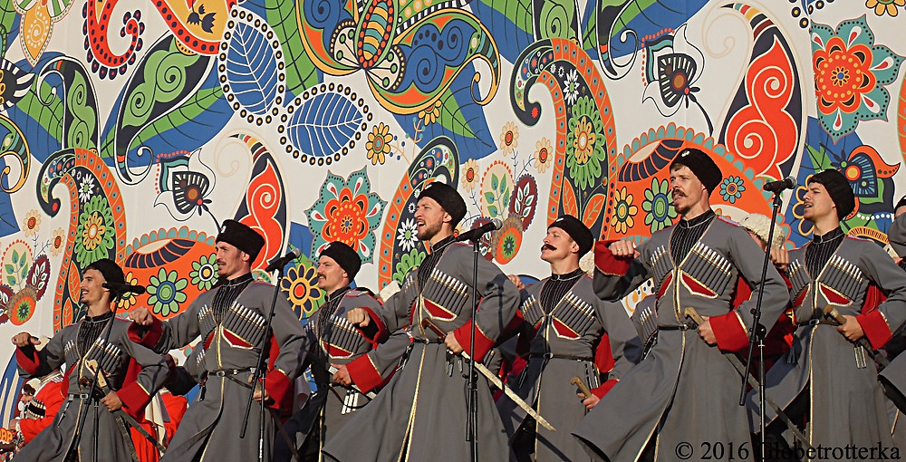Danseurs folkloriques, festival Russkoye Pole © 2017 Globetrotterka