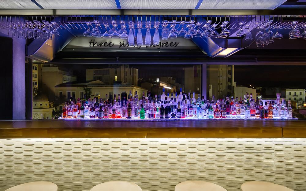 """Bar extérieur du bar """"360 degrés"""", photo du site officiel du bar 360 degrés"""