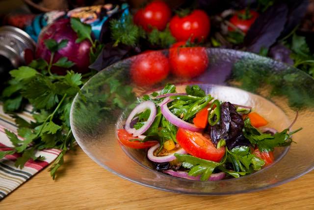 Salade adjarski, photo du site officiel du restaurant Batoni