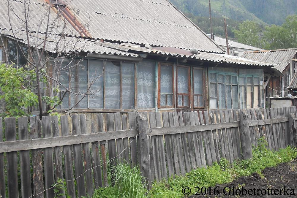 Maison locale, Tchemal, République de l'Altaï © 2016 Globetrotterka