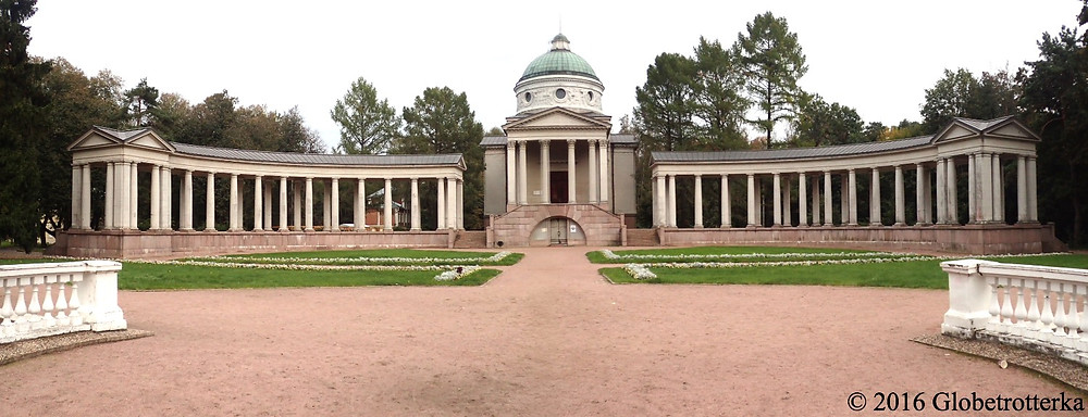 Nécropole familiale inachevée au moment de la révolution et qui sert désormais de salle d'exposition. © 2016 Globetrotterka