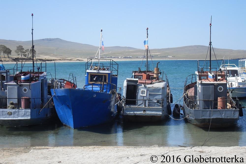 Port de Khoujir, d'où commence les excursions en bateau proposées par l'office du tourisme. © 2016 Globetrotterka