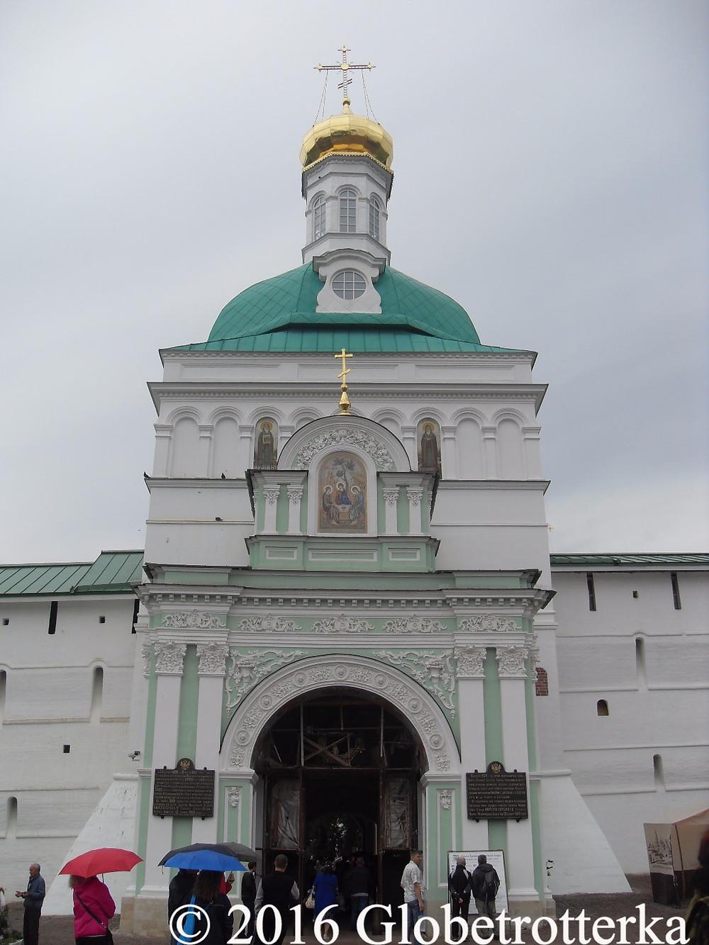 Une des portes du kremlin de Serguiev Posad © 2016 Globetrotterka