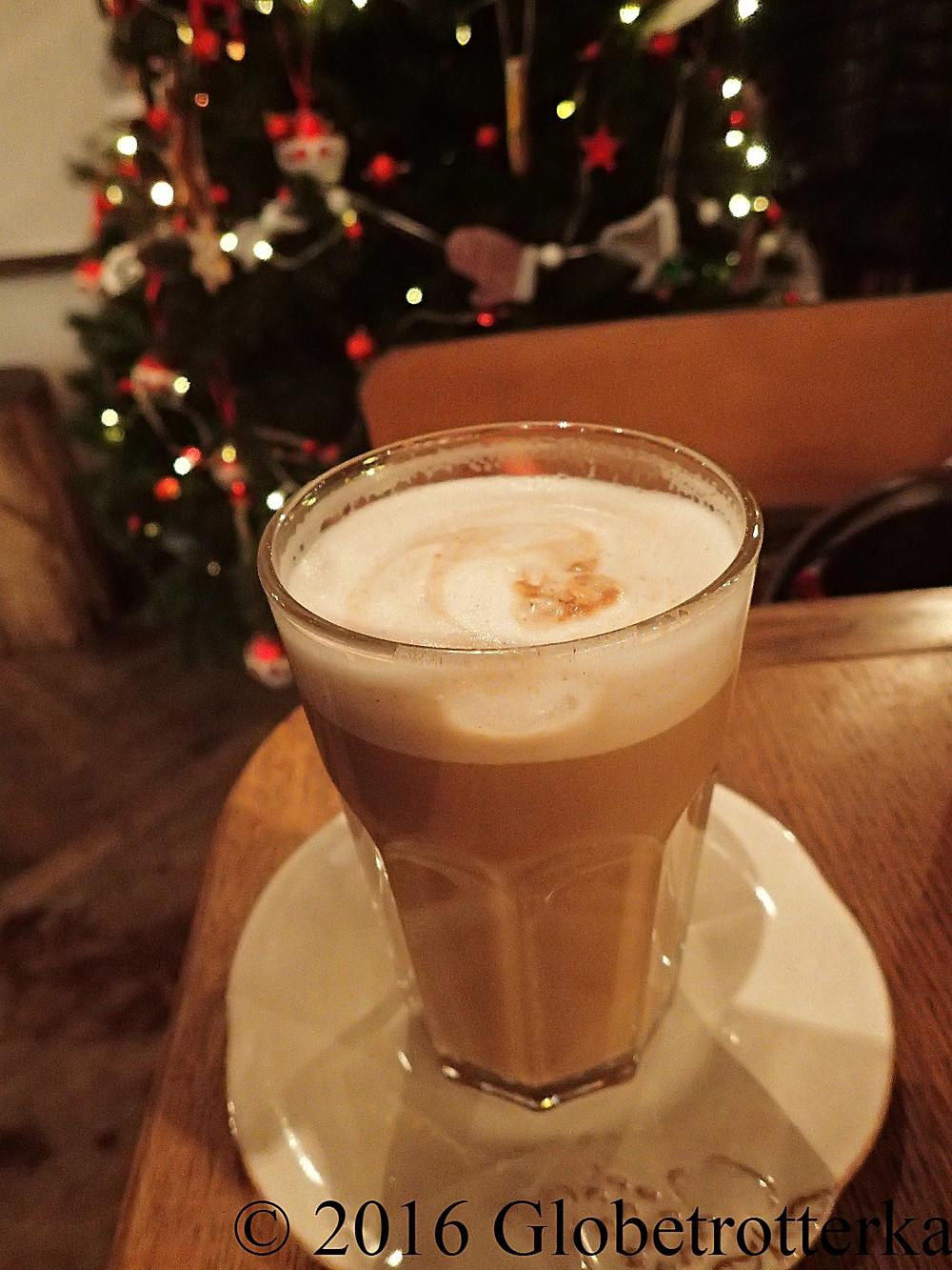 Café latte au lait de soja et à la cannelle © 2016 Globetrotterka