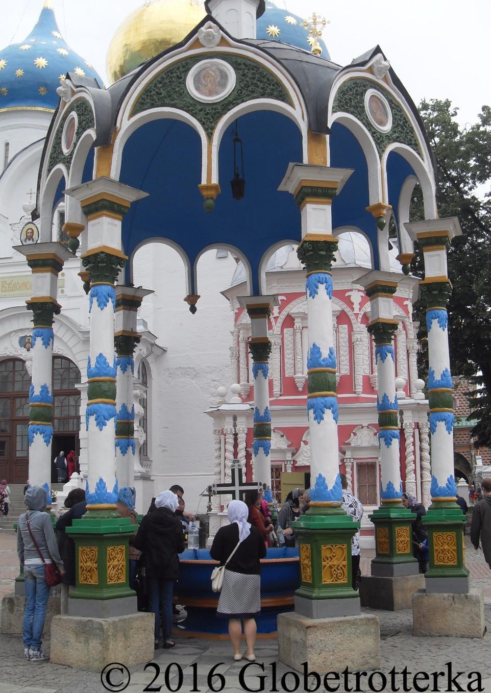 Fontaine bénite à l'intérieur du kremlin © 2016 Globetrotterka