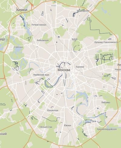 Carte des pistes cyclables à Moscou, représentées par les traits continus bleus foncés.