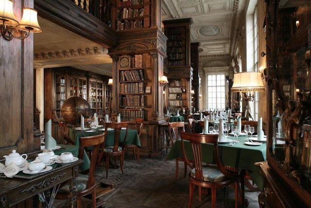 La salle de la bibliothèque