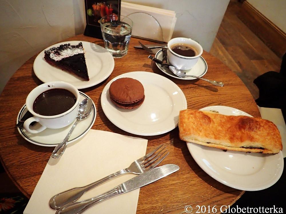 Pâtisseries et boissons chaudes, café-pâtisserie Paul, Moscou © 2016 Globetrotterka